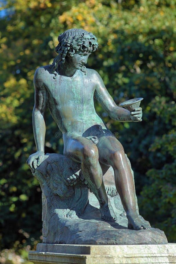 Zitting Bacchus dichtbij het Rosendal-Paleis in Stockholm, Zweden stock foto's