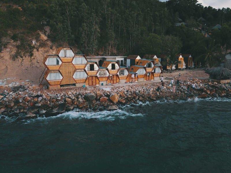 Zittingshuis naast het strand stock afbeelding
