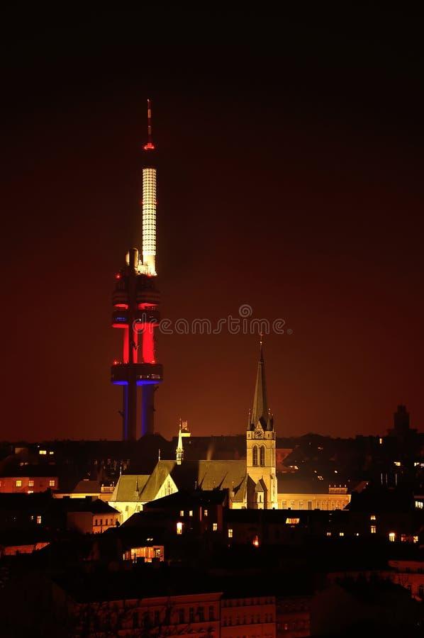 Zizkov信号塔,在晚上布拉格,捷克 免版税图库摄影