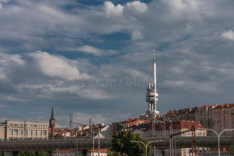 Zizkov电视塔在布拉格,捷克 免版税库存图片