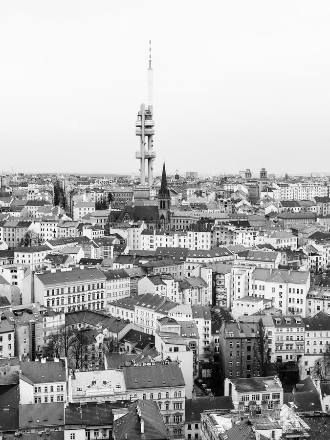 Zizkov镇零件和电视耸立,布拉格,捷克共和国 黑白图象 免版税图库摄影