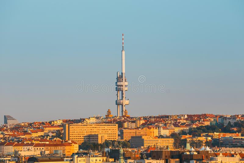 Zizkov Fernsehen-Kontrollturm in Prag lizenzfreie stockfotos