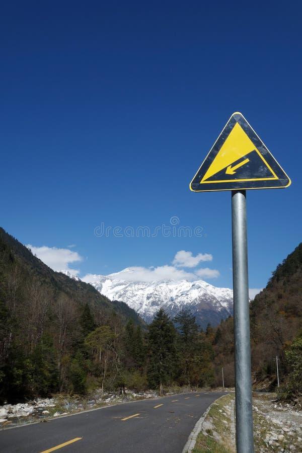 Zjazdowy drogowy znak obrazy royalty free