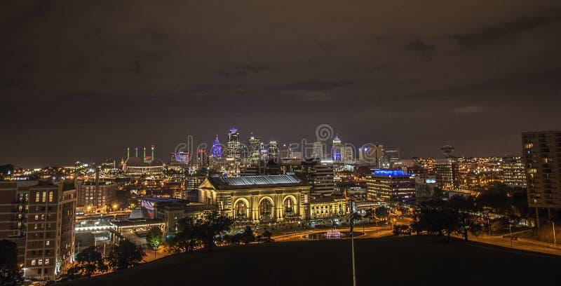 Zjednoczenie stacja, Kansas miasto, budynki, noc fotografia royalty free