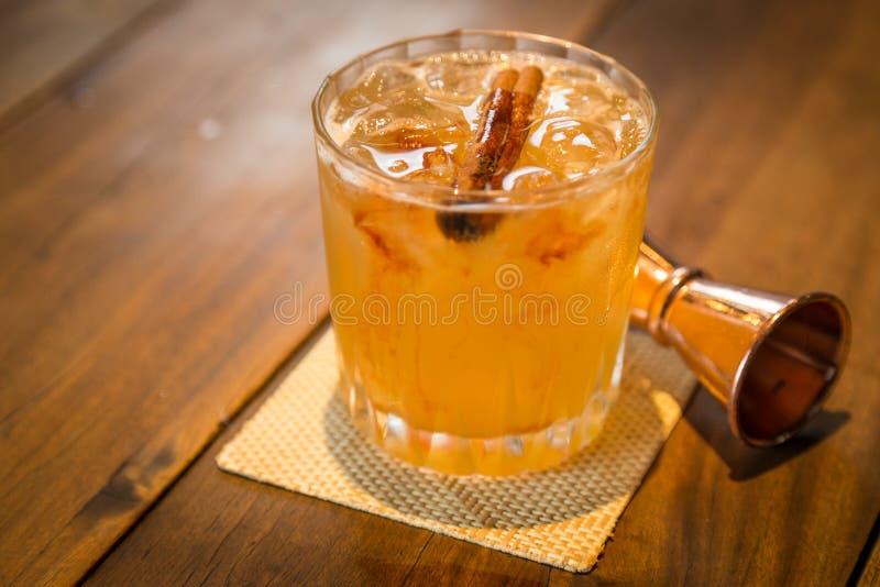 Zk ch da bebida da febre do ouro imagem de stock royalty free