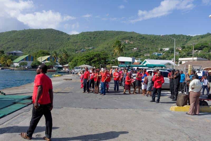 Zlani partia pracy zwolennicy zbiera przy Bequias przewożą jetty fotografia royalty free