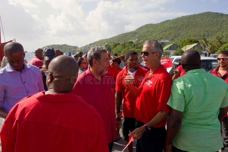 Zlani partia pracy zwolennicy zbierający przy Bequias przewożą jetty fotografia stock