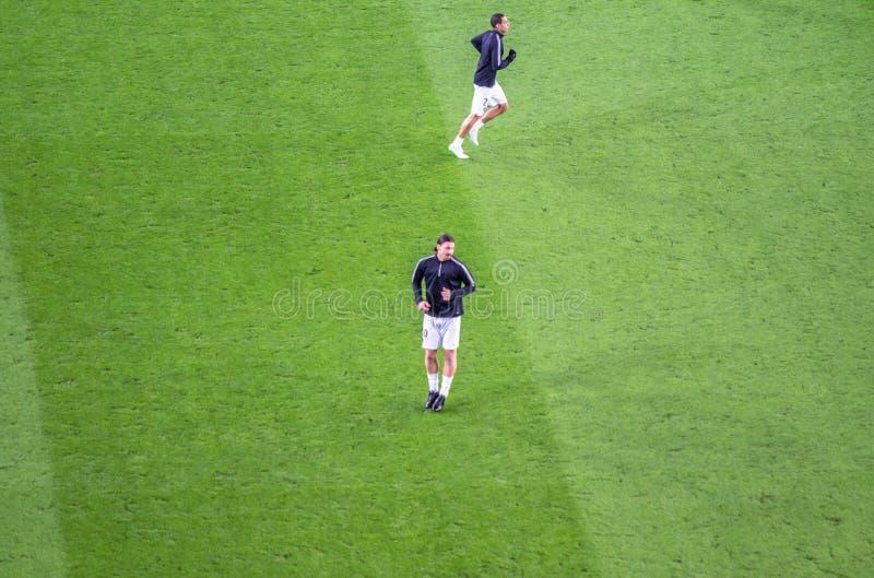 Zlatan Ibrahimovic in actie vóór UEFA verdedigt Liga ma stock afbeelding