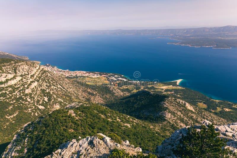 Zlatni Rat Golden Cape o la famosa playa turquesa del Cuerno de Oro en el pueblo de Bol en la isla de Brac, Dalmatia, Croacia Are imágenes de archivo libres de regalías