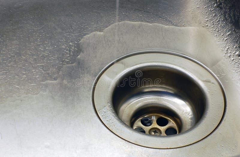 zlewu kapiąca woda zdjęcie royalty free