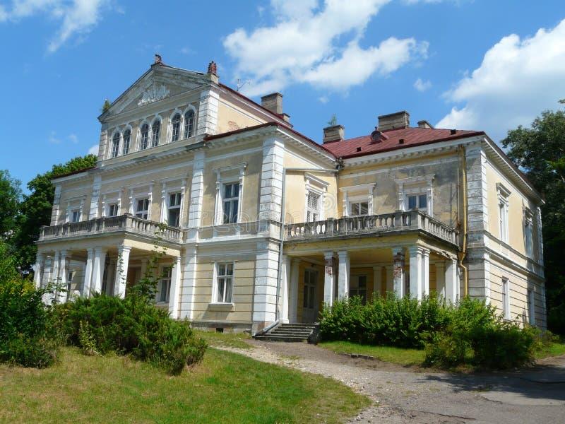 ZLOTY POTOK, POLEN - Raczynski palacein Krakowen-Czestochowa Upla royaltyfria foton