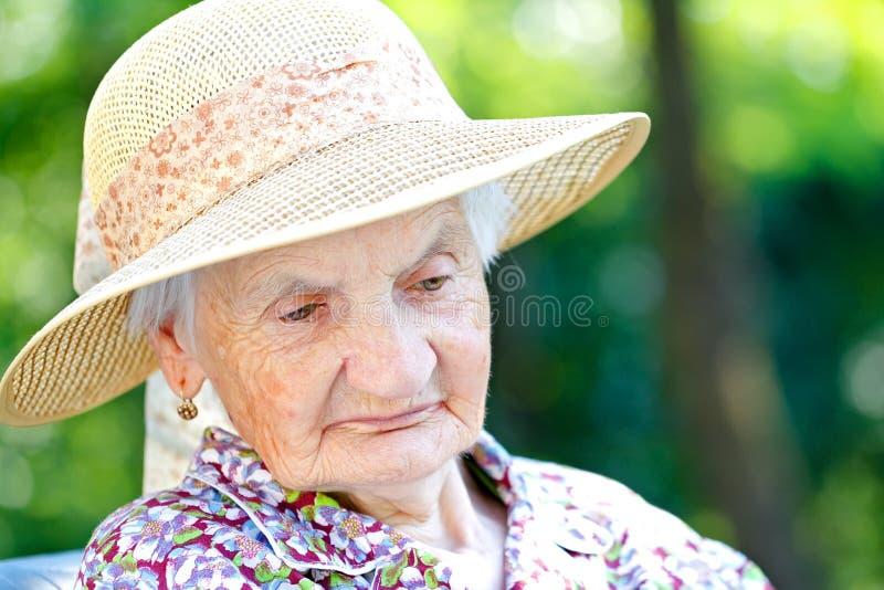 zmęczona senior kobieta obrazy royalty free