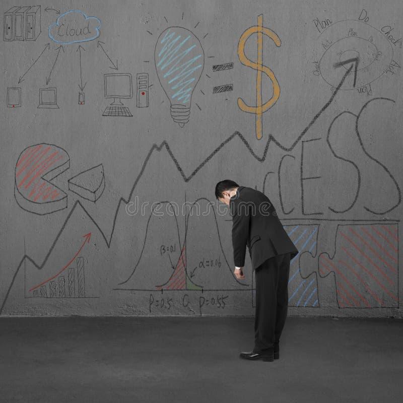 Zmęczony biznesmen z biznesów doodles na ścianie ilustracji