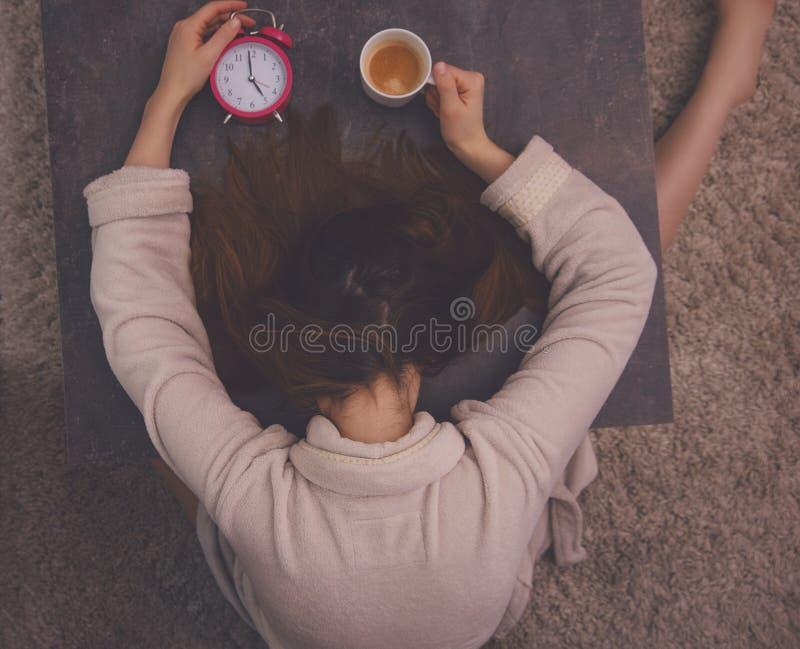 Zmęczony ranek budzi się up obraz stock