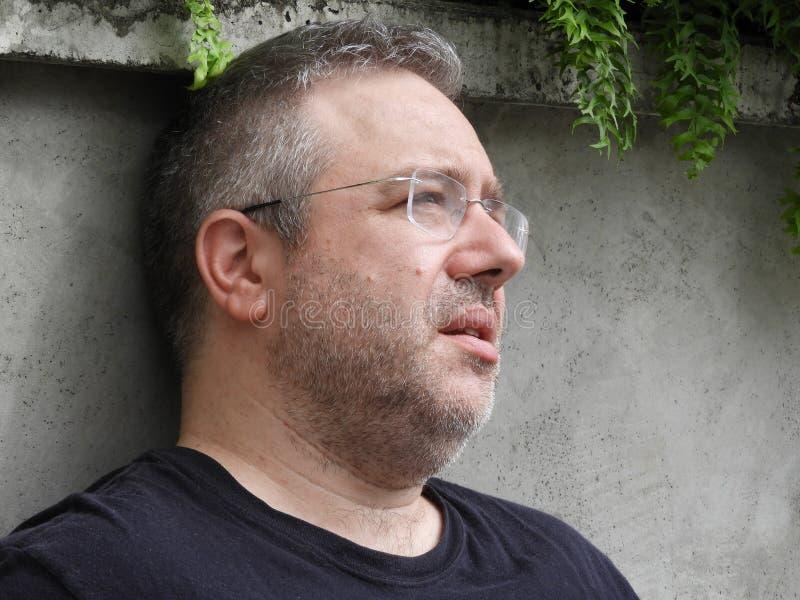 Zmartwiona Nieogolona Kaukaska samiec fotografia stock