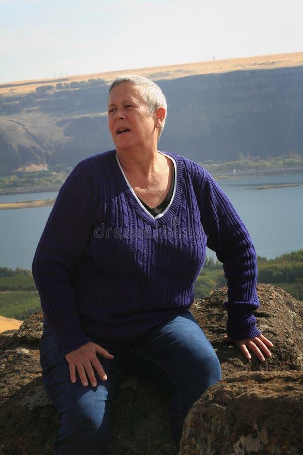 Zmartwiona stara kobieta obrazy stock
