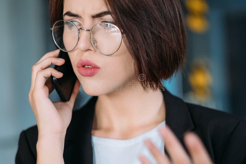 Zmartwionej biznesowej damy biurowi rutynowi problemy obrazy stock