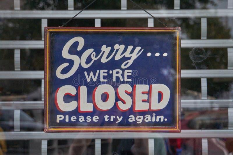 Zmartwiony my ` ponowni zamknięci znaki fotografia stock