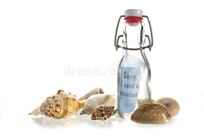 Zmartwiony, potrzebuję wakacje, wiadomość w butelce robić szkło zakładać się obrazy stock
