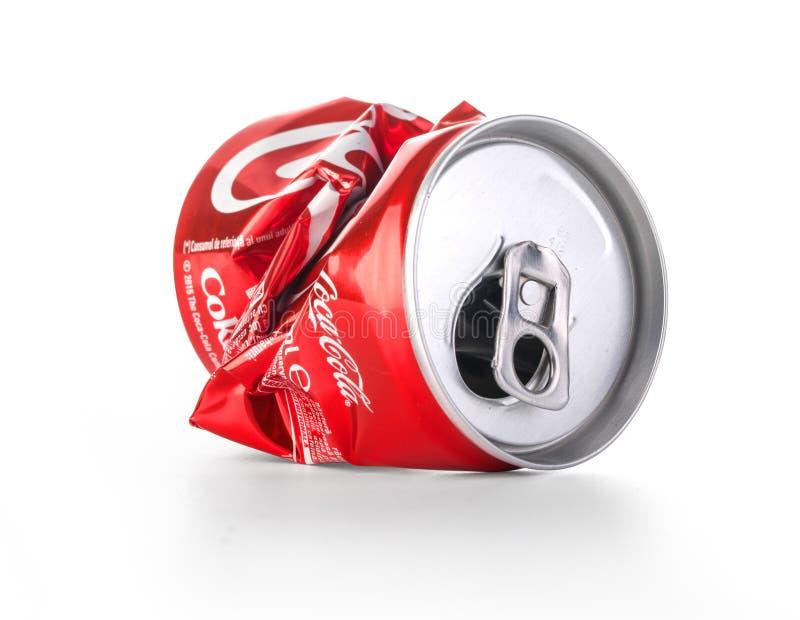 Zmięte koka-kola puszki obrazy stock