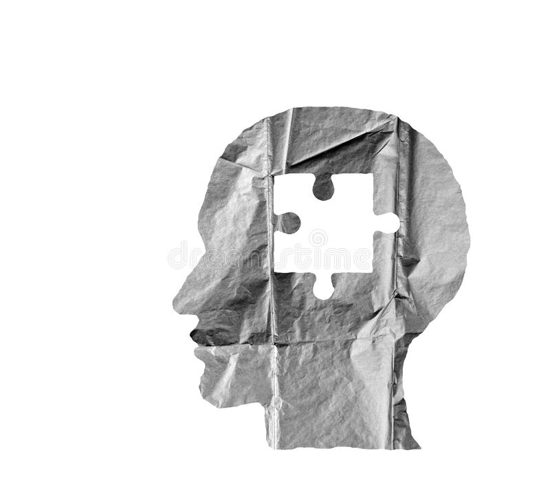 Zmięty papier kształtujący jako ludzka głowa łamigłówka na bielu i zdjęcia royalty free