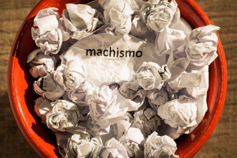 Zmięty papier pisać machismo, portuguese i hiszpańskiego słowie, dla zdjęcie stock