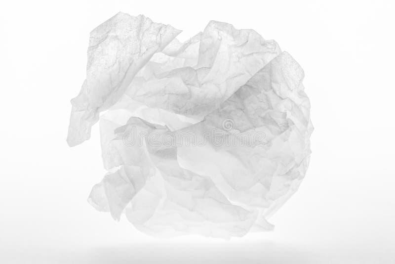 Zmięty prześcieradło papier na białym tle zdjęcia royalty free