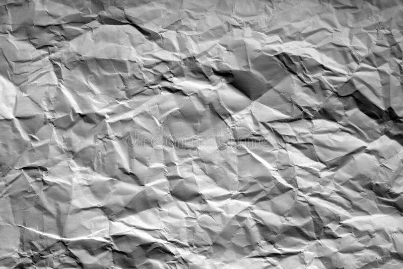 Zmięty prześcieradło papier z plama skutkiem w czarny i biały obrazy stock