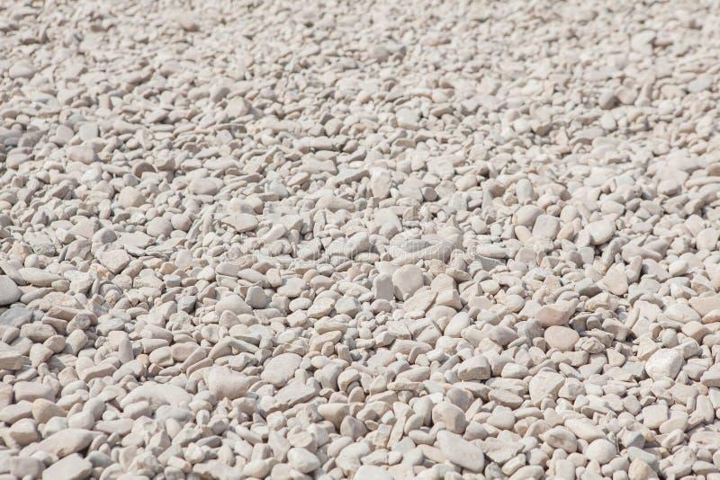 Zmielonego kamienia popielaty tło wiele mali kamienie obraz royalty free