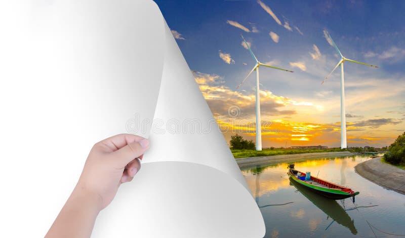 Zmienia świat z nasz rękami Biały papier zostać naturalnym krajobrazem wliczając silników wiatrowych, Inspiruje środowisko paskie zdjęcia stock