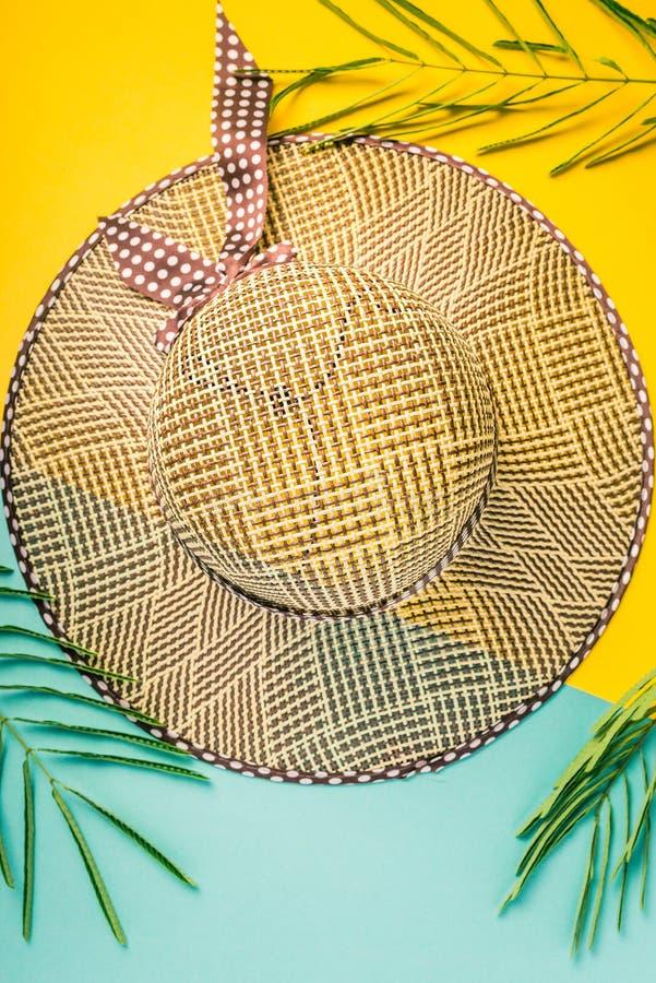 zmienia kolor kolorowego składu łatwo lata ilustracyjnego wektora Tropikalni palma liście, słoma plażowy kapelusz, rozgwiazda na  obrazy stock