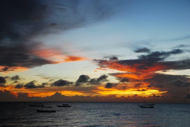 Zmierzchów nieba nad oceanem zdjęcie stock