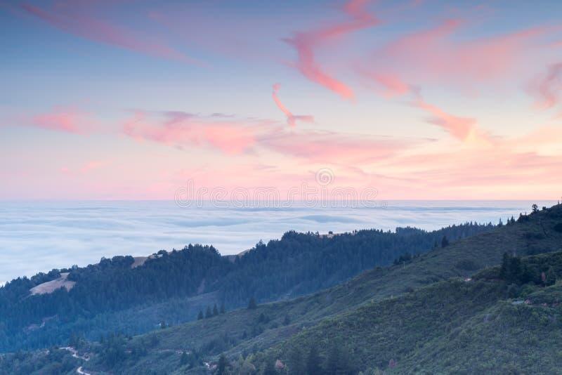 Zmierzchów widoki Marin okręgu administracyjnego wzgórza od góry Tamalpais wschodu Osiągają szczyt zdjęcia stock