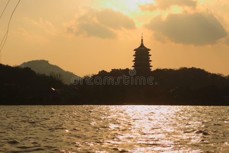 Zmierzch łuna nad Leifeng wzgórzem zdjęcia royalty free