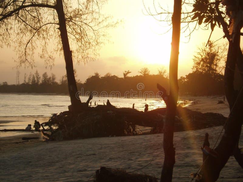 Download Zmierzch obraz stock. Obraz złożonej z słońce, fala, woda - 136345