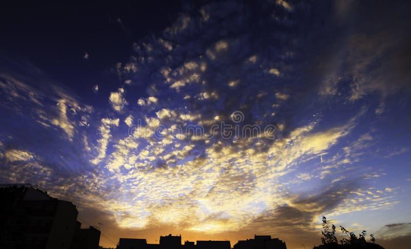 Download Zmierzch obraz stock. Obraz złożonej z chmura, oświeca - 28956263