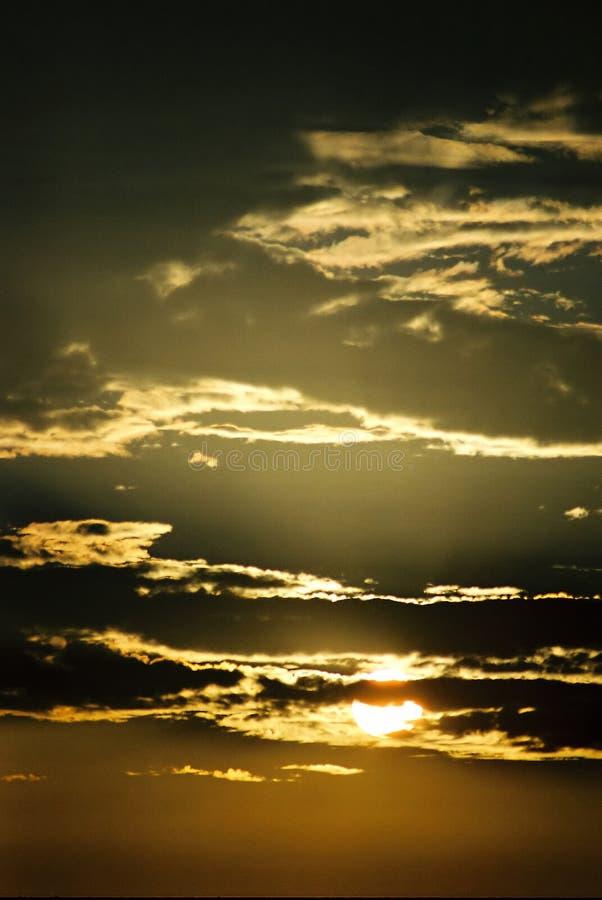 Download Zmierzch obraz stock. Obraz złożonej z niebo, słońce, chmury - 31205