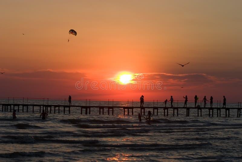 Download Zmierzch zdjęcie stock. Obraz złożonej z morze, odtwarzanie - 319318