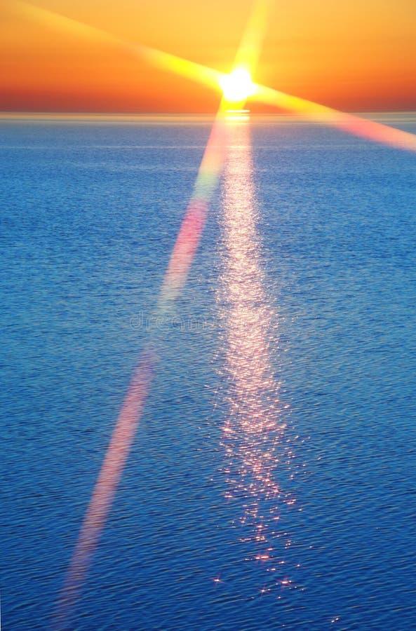Download Zmierzch obraz stock. Obraz złożonej z plaża, krajobraz - 4253535