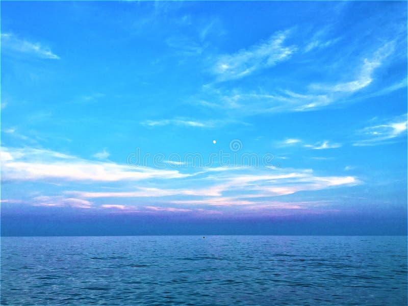 Zmierzch, błękit, morze i niebo, obrazy royalty free