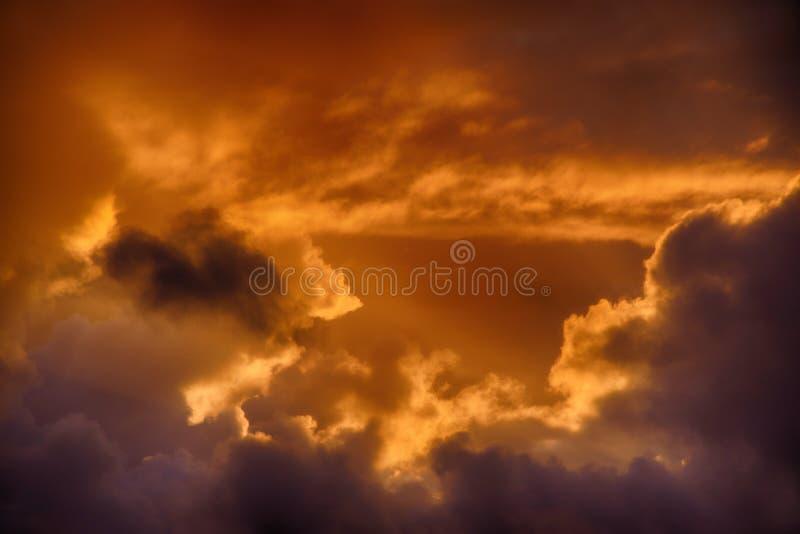 Zmierzch chmurnieje nad Cornwall, Zjednoczone Królestwo zdjęcia stock