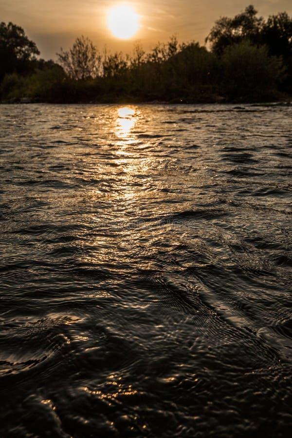 Zmierzch Dolinny rzeczny naturalny krajobraz zdjęcie royalty free