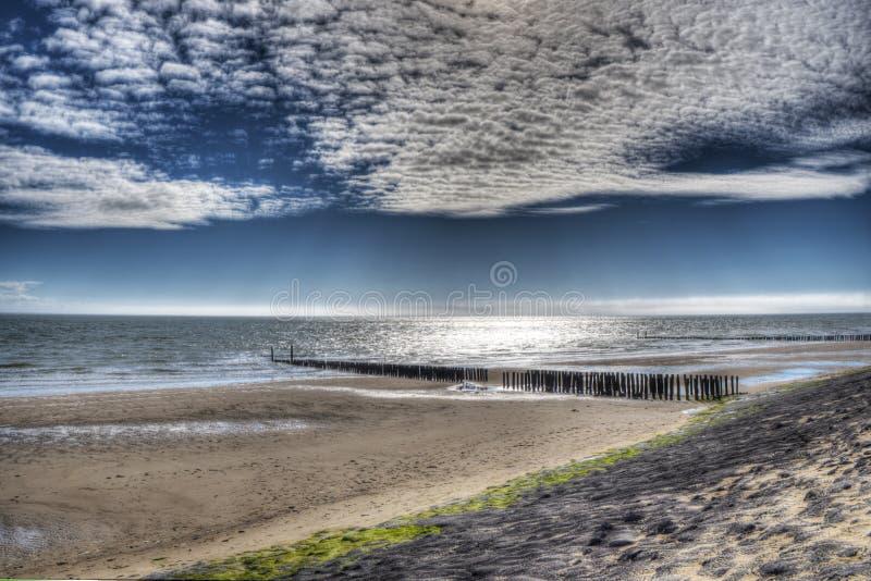 Zmierzch i chmury przy Zoutelande plażą fotografia stock