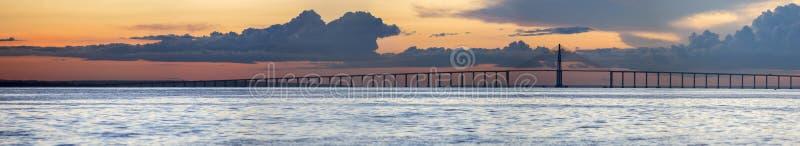 Zmierzch i Manaus Iranduba most nad amazonką, Brazylia zdjęcia stock