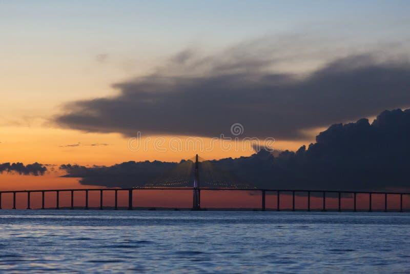 Zmierzch i Manaus Iranduba most nad amazonką, Brazylia zdjęcie stock