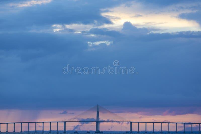 Zmierzch i Manaus Iranduba most nad amazonką, Brazylia obrazy royalty free