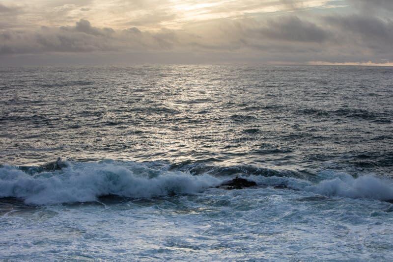 Zmierzch i Pacyficzny ocean w Północnym Kalifornia obraz stock