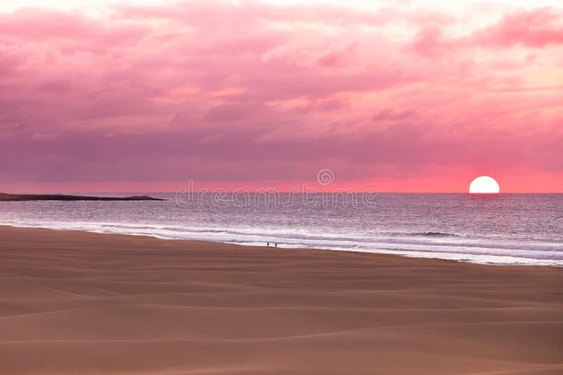 Zmierzch i piasek diuny przy plażą, Boavista - przylądek Verde obraz stock