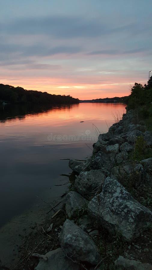 Zmierzch i rzeka zdjęcia stock