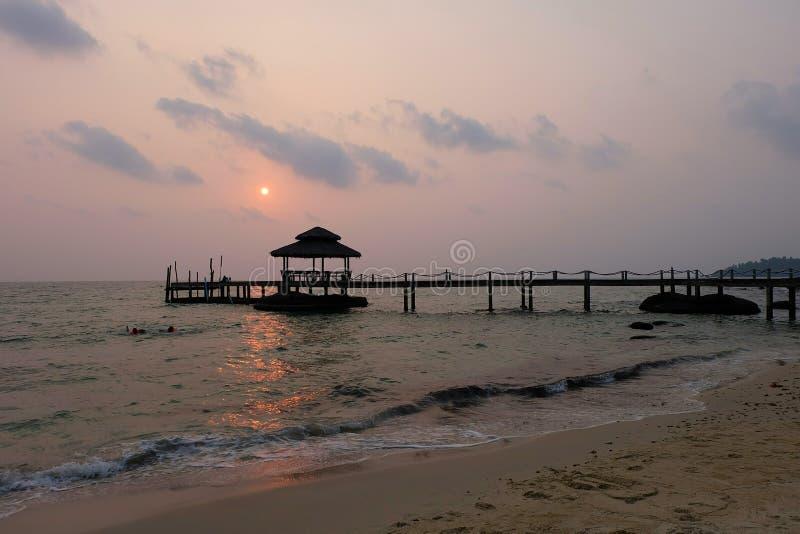 Zmierzch i Tropikalna plaża zdjęcie royalty free